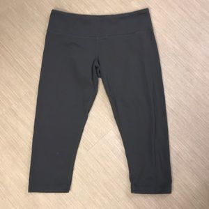 Lululemon grey crop leggings 10